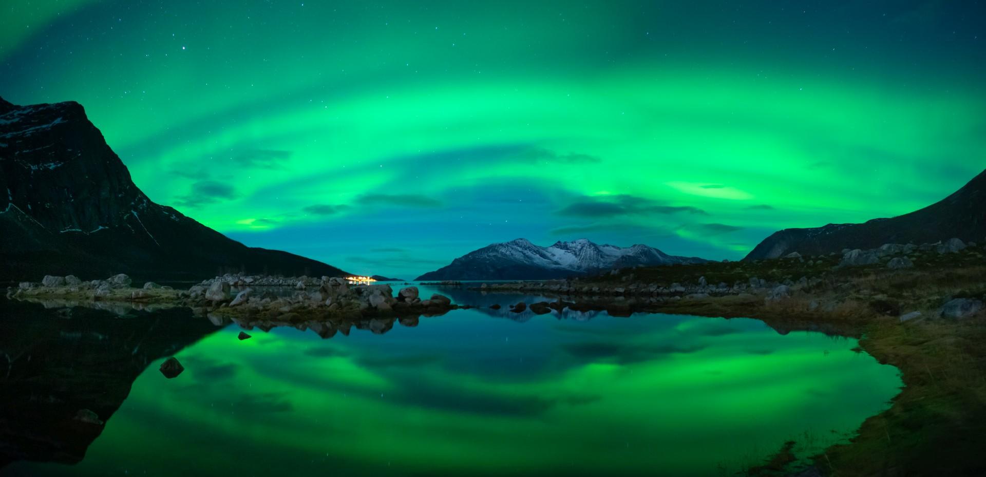 zorza polarna nad Grotfjordem